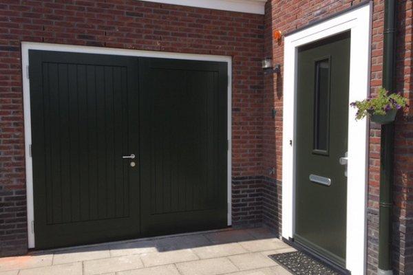 openslaande houten garagedeuren Berkel en Rodenrijs type Badings