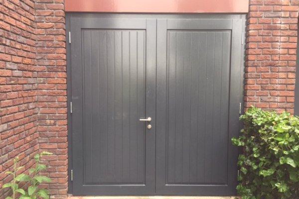 openslaande houten garagedeuren Zeewolde type Badings
