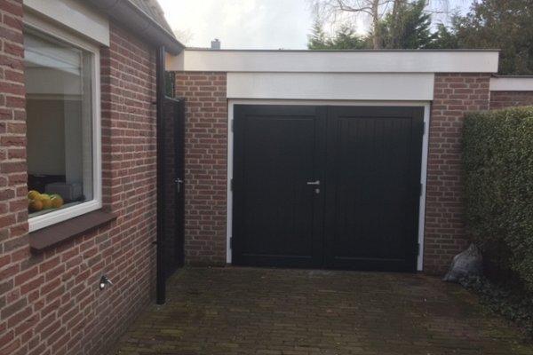 openslaande houten garagedeuren Laren type Badings