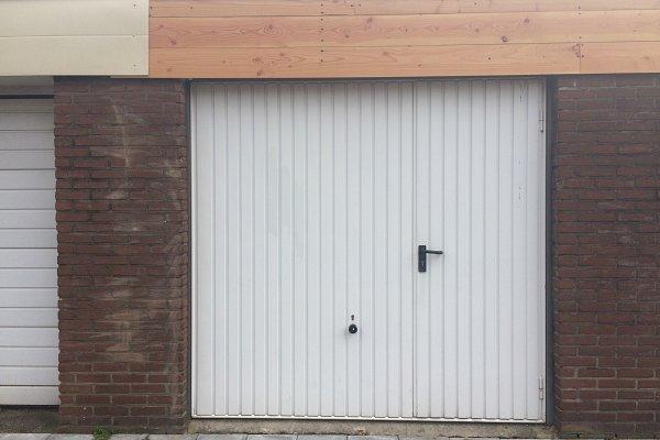 openslaande houten garagedeuren Enschede vooraf
